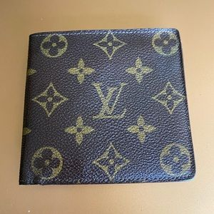 Auth Louis Vuitton monogram leather wallet